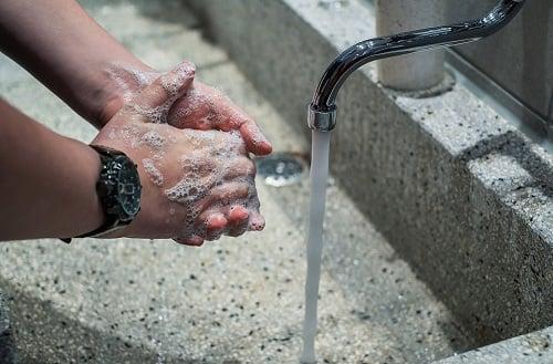 hand-sanitizing-vs-hand-washing